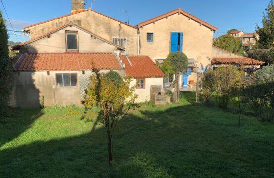 Maison de 374 m² sur terrain de 473 m²